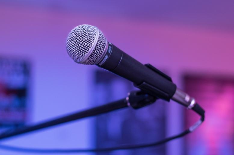 microphone-1159791.jpg